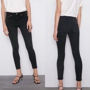 Zara Mid-Rise Skinny Jean Moon Black Size 2